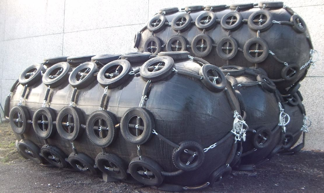 4 Inflatable Fenders Ø 2,5 x 5,5 m - 02