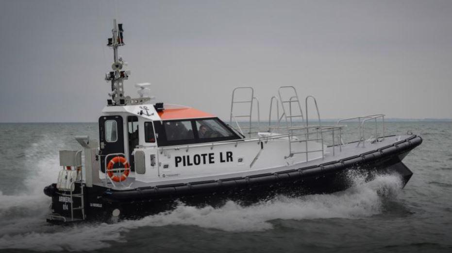 pilot boats fender systems oc an 3. Black Bedroom Furniture Sets. Home Design Ideas
