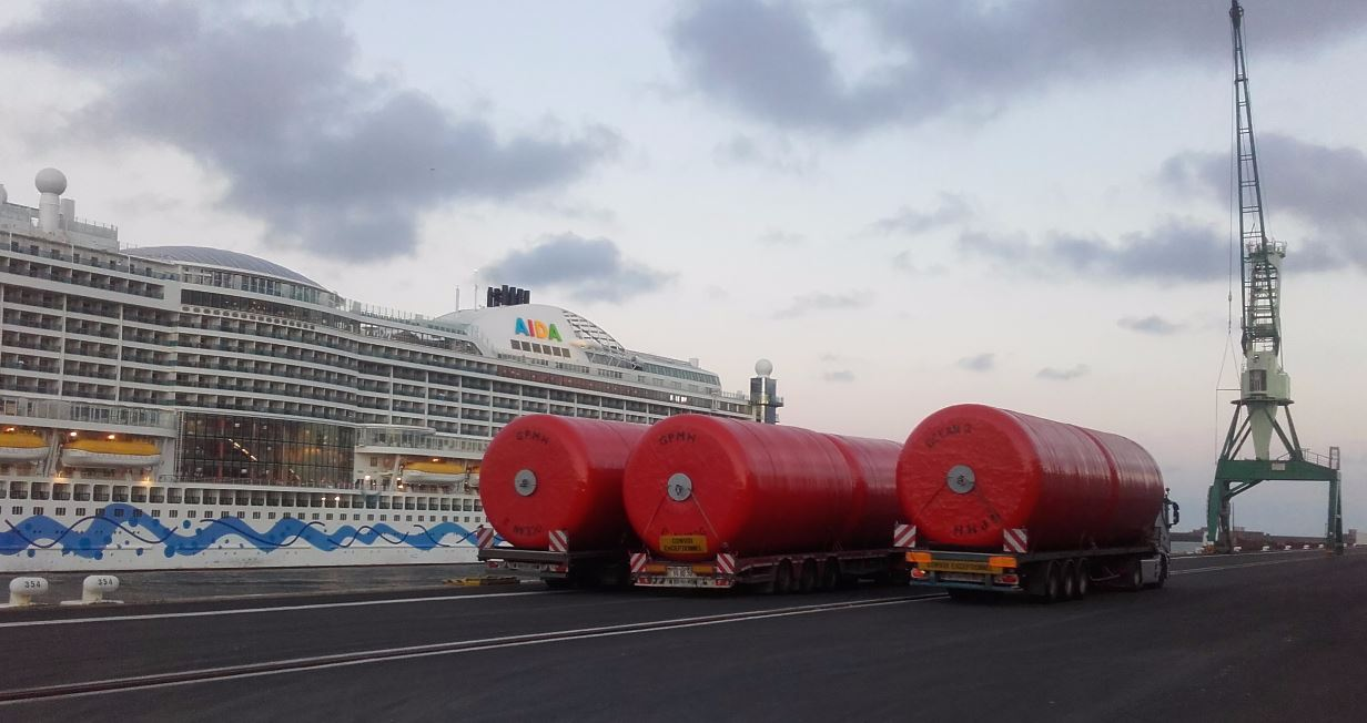10 Foam Filled Fenders Ø 3,3 x 6,5 m - Cruise Quay of Le Havre 02
