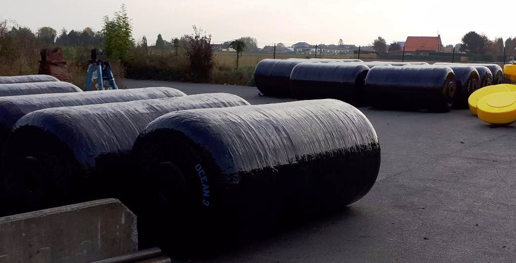 23 Foam Filled Fenders Ø1,5 x 3,0 m - Belgium National Navy 02