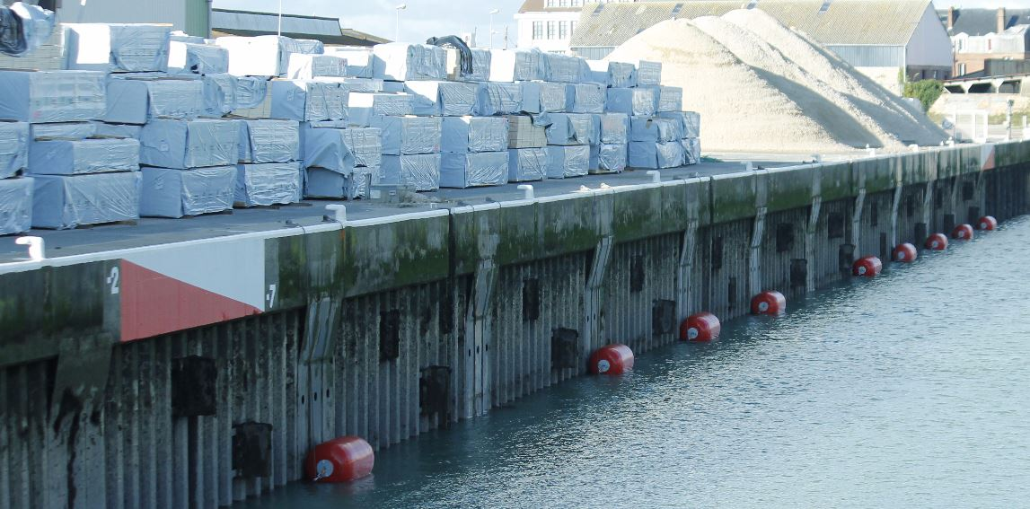 Foam Filled Fenders Ocean 3 Ø 1200 x 2400 - Fécamp Harbour